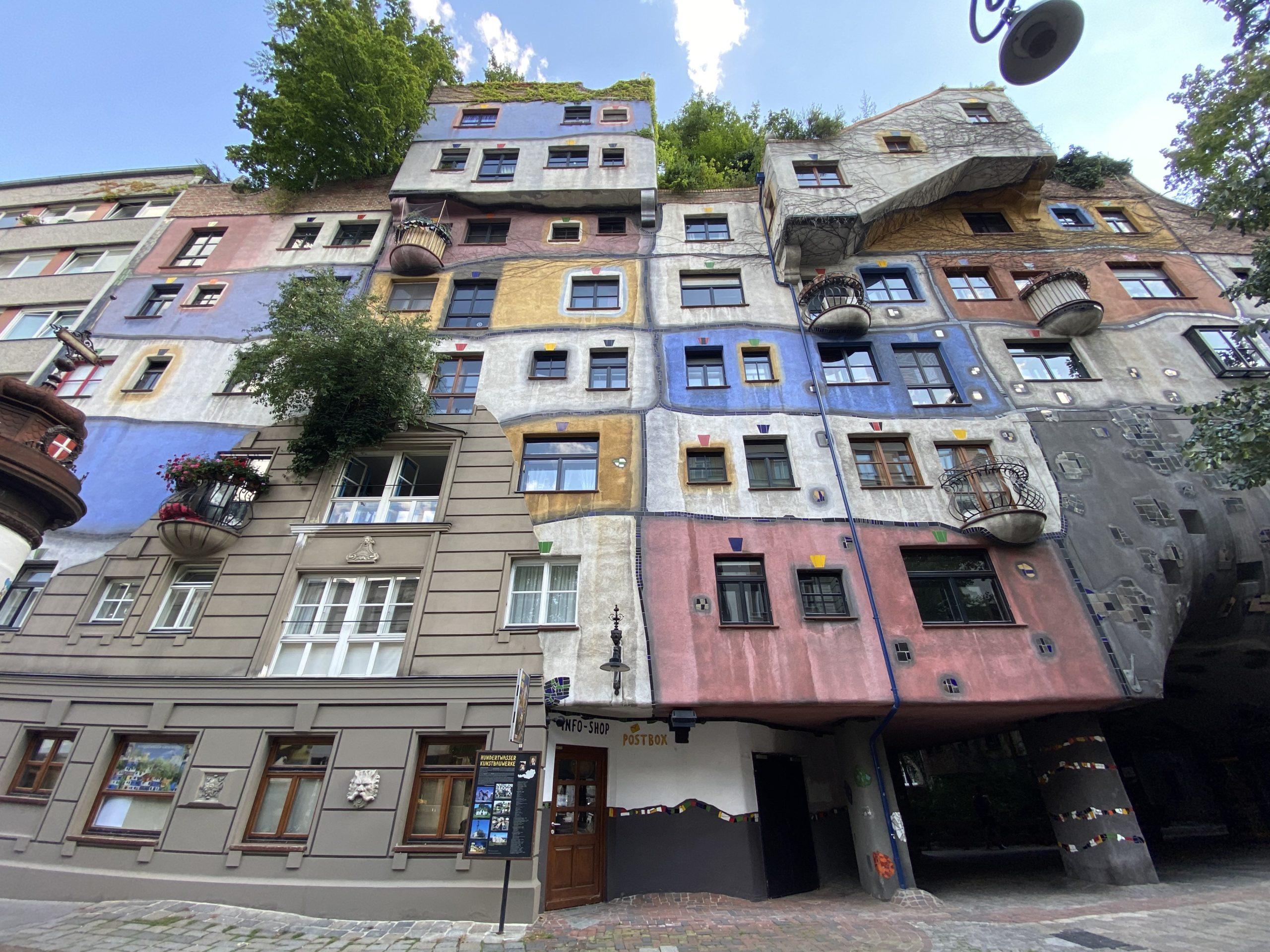 edificio-Hundertwasserhaus-Viena