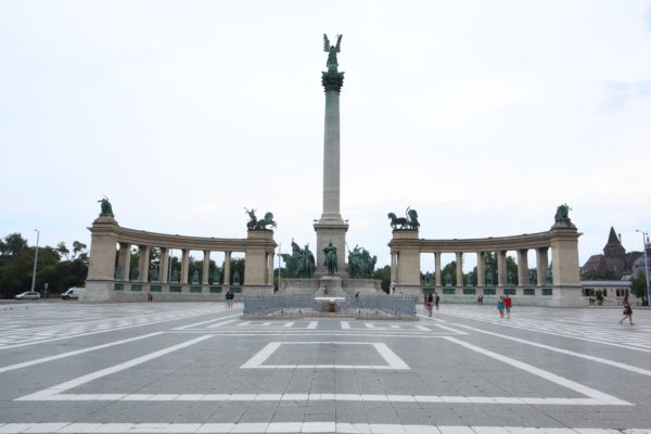 Plaza-los-Héroes-Budapest
