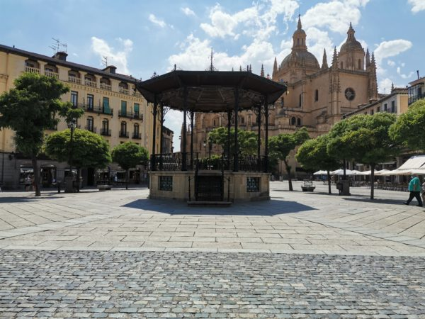 Plaza-Mayor-Segovia-Catedral
