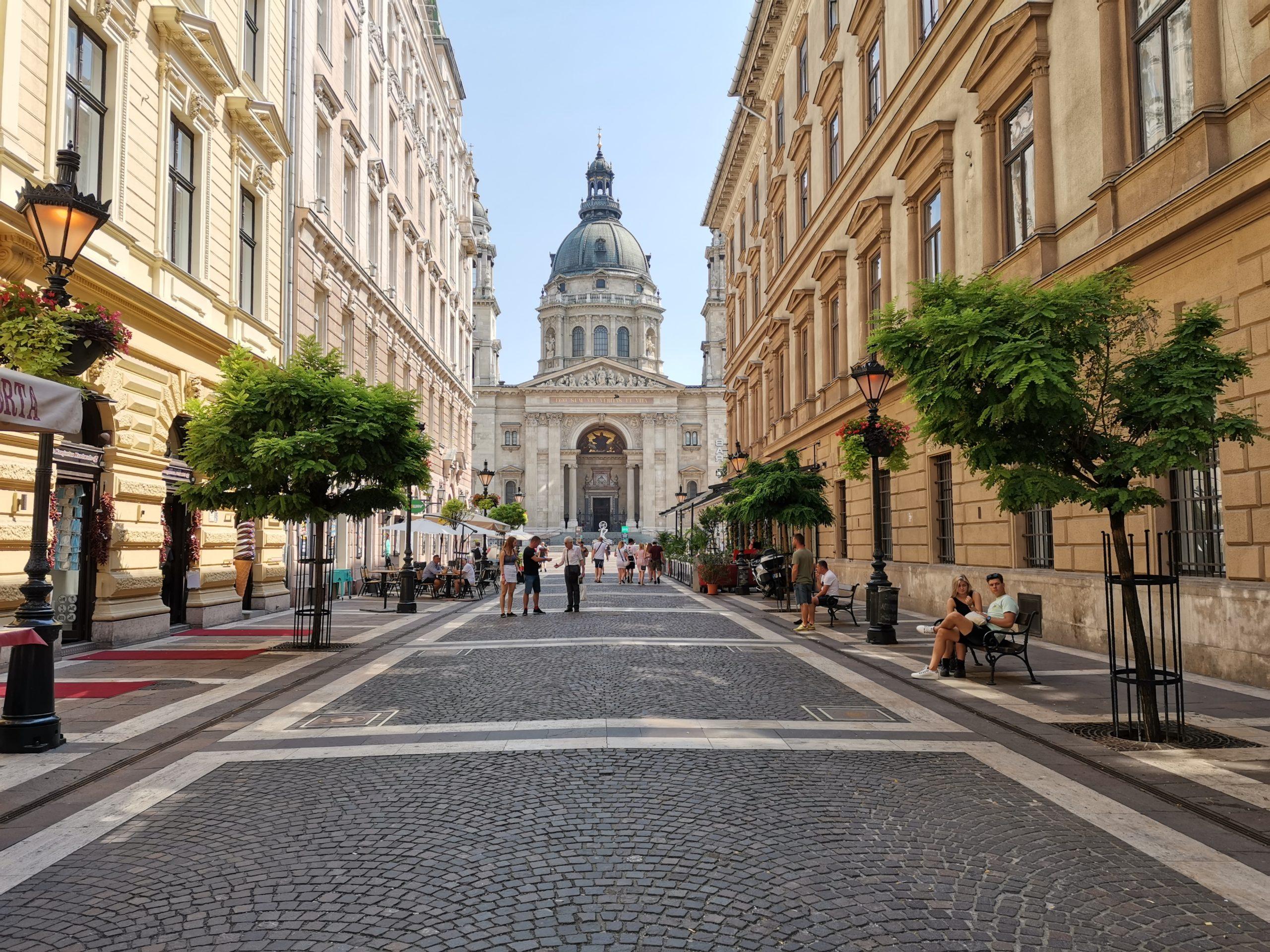 calle-Zrinyi-Utca-Budapest