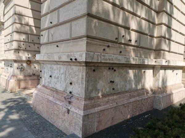 bolas-jueves-sangriento-Budapest