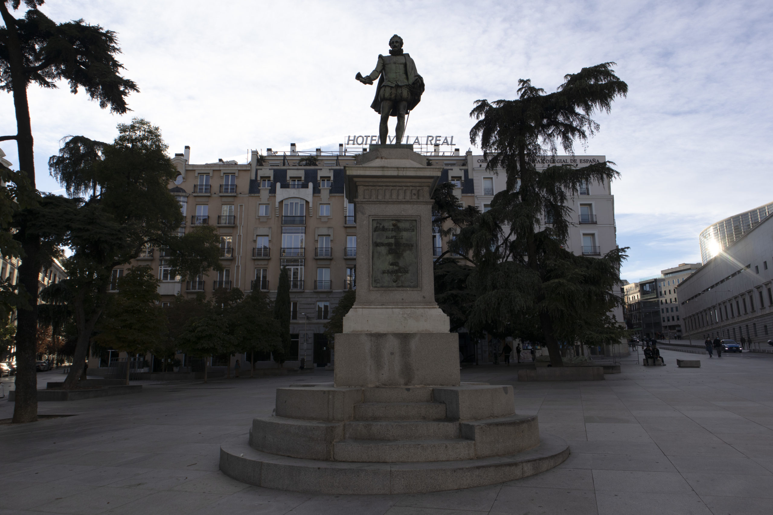 estatua-cervantes-plaza-cortes
