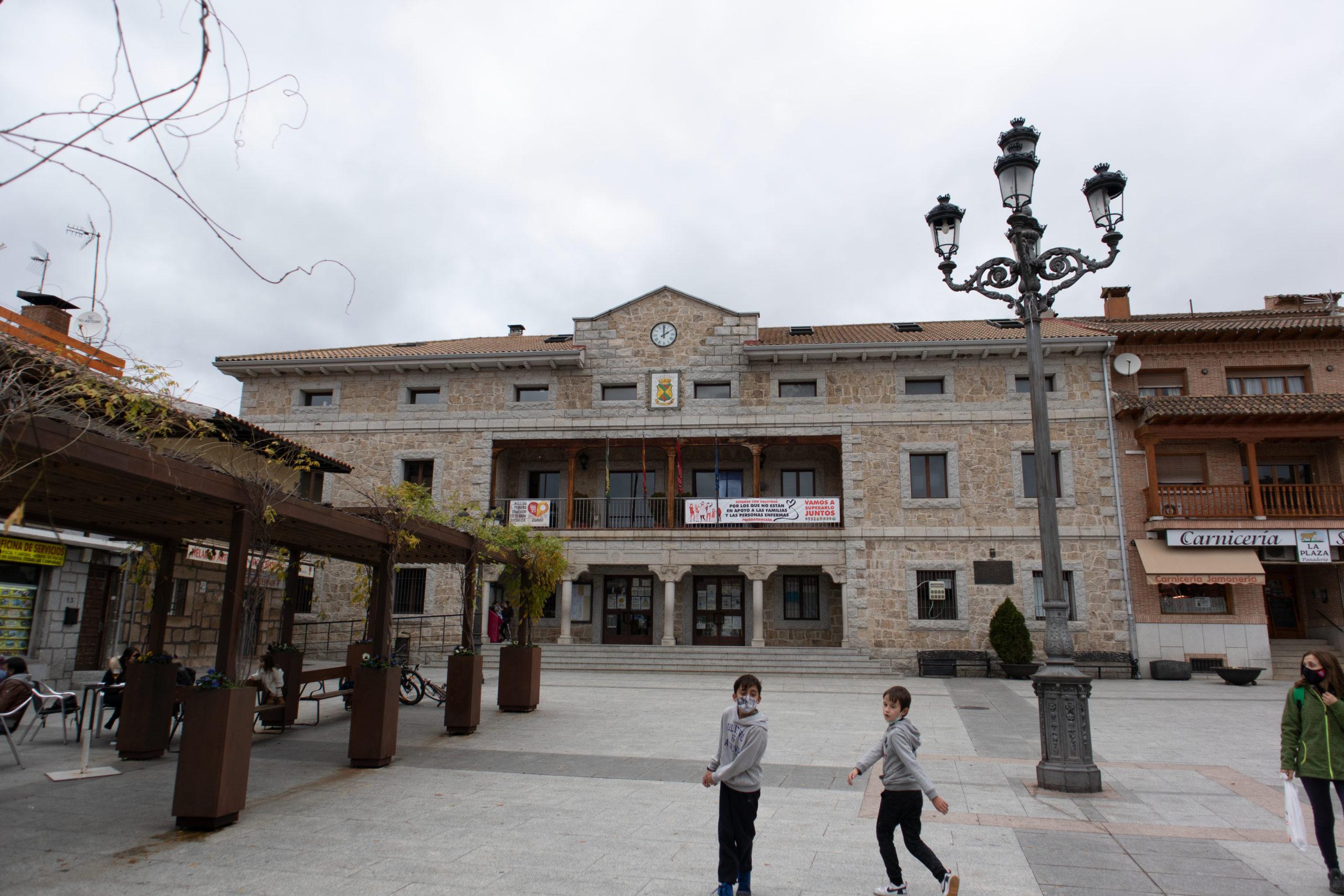 plaza-de-pueblo-Manzanares-el-Real