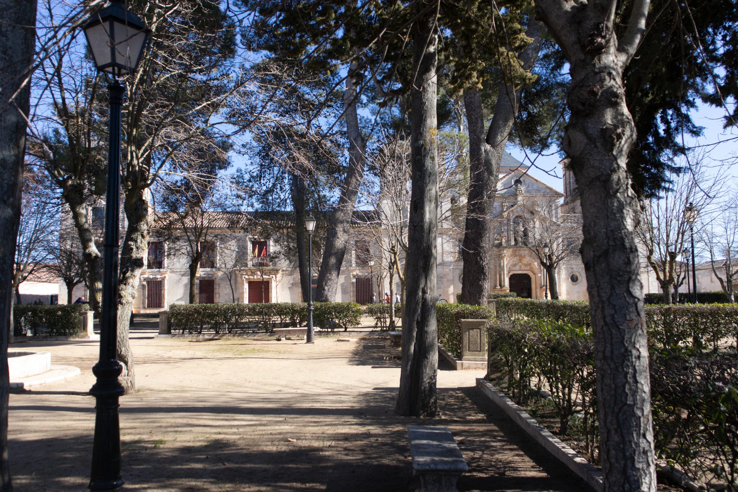 plaza-iglesia-nuevo-baztan