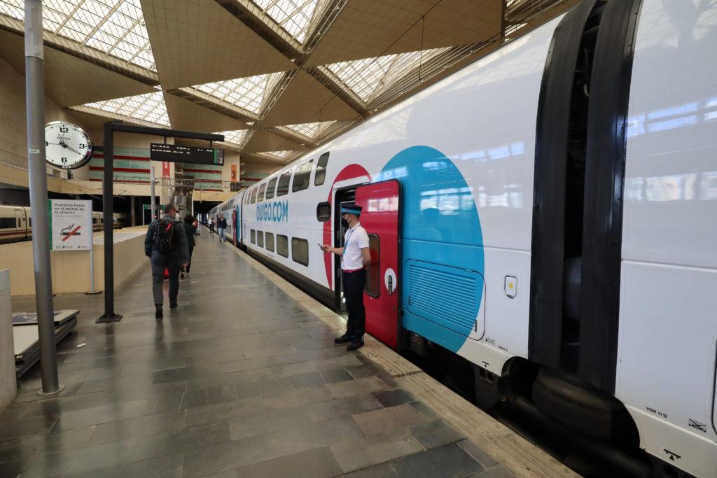 Un viaje en OUIGO, el competidor low cost de RENFE